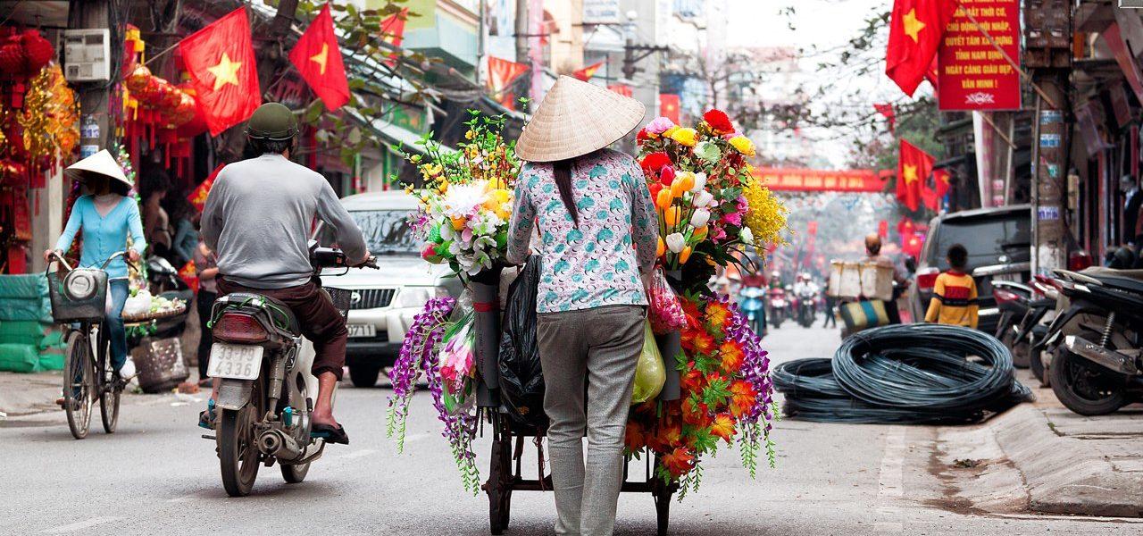 Natale ad Hanoi, la città più suggestiva e incantevole del Vietnam, illuminata da lanterne colorate.